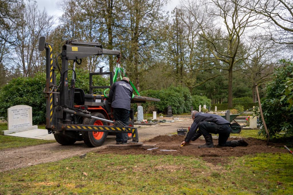 DeAfscheidsfotograaf.nl Servaas Raedts Fotografie 33 1024x681 - Hoe wordt een grafsteen geplaatst?