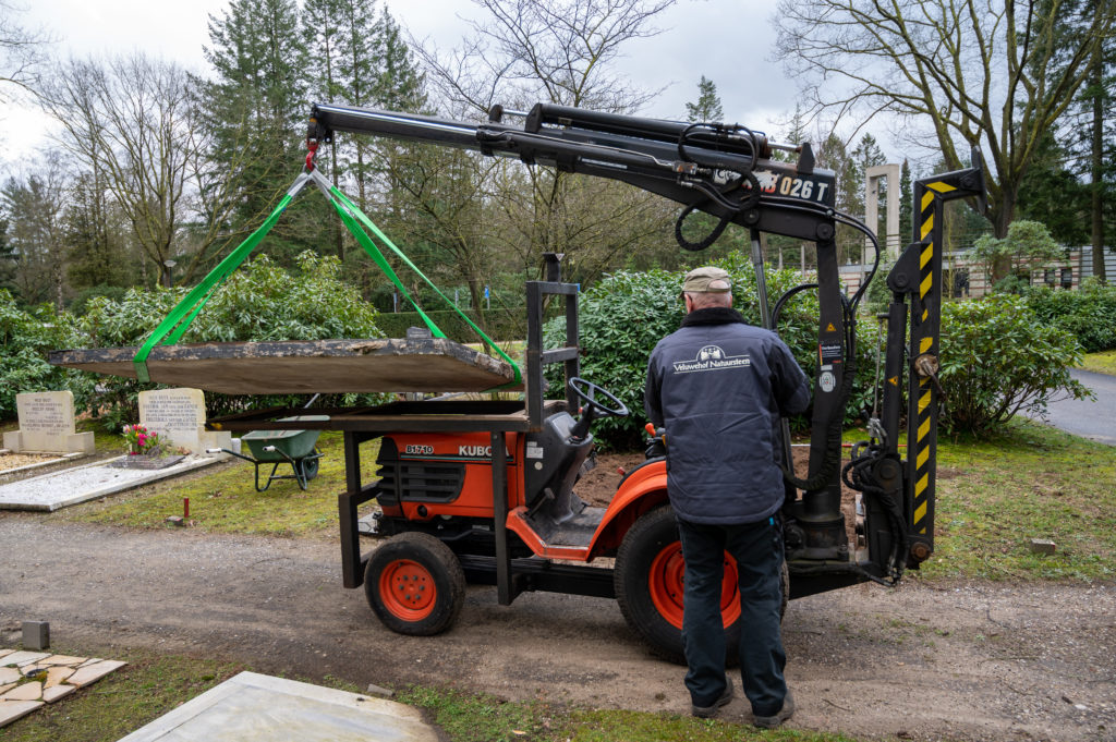 DeAfscheidsfotograaf.nl Servaas Raedts Fotografie 36 1024x681 - Hoe wordt een grafsteen geplaatst?