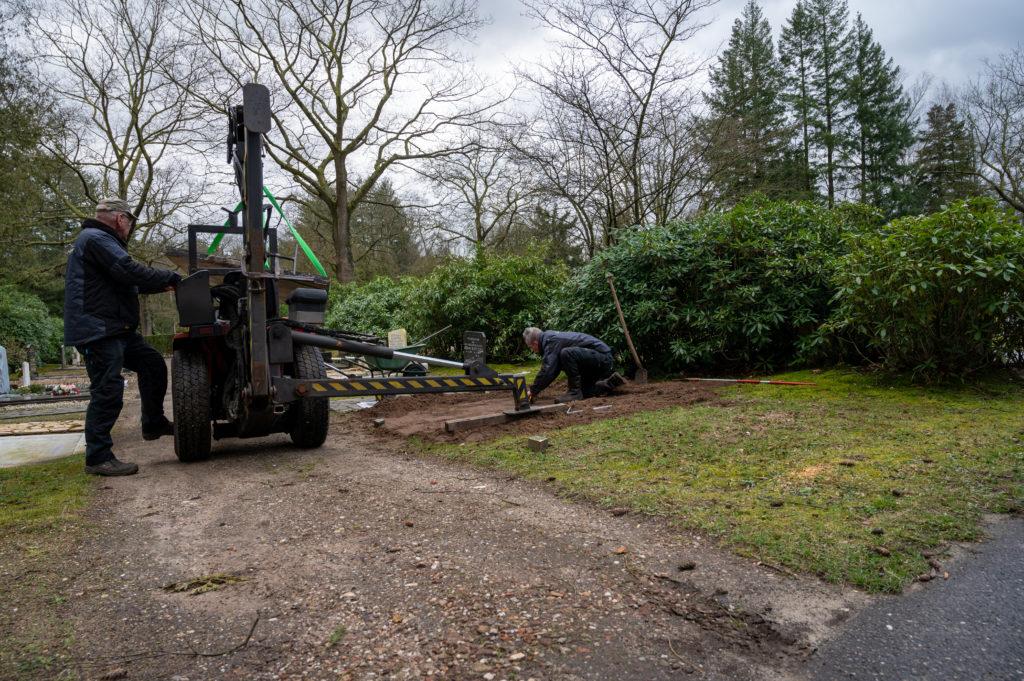 DeAfscheidsfotograaf.nl Servaas Raedts Fotografie 37 1024x681 - Hoe wordt een grafsteen geplaatst?