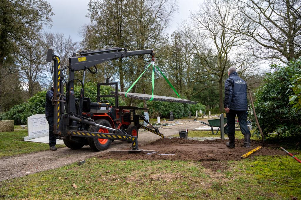DeAfscheidsfotograaf.nl Servaas Raedts Fotografie 38 1024x681 - Hoe wordt een grafsteen geplaatst?