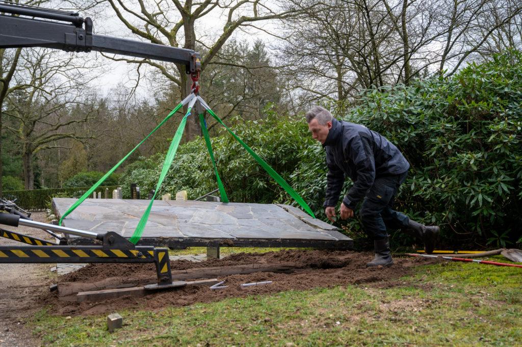 DeAfscheidsfotograaf.nl Servaas Raedts Fotografie 43 1024x681 - Hoe wordt een grafsteen geplaatst?