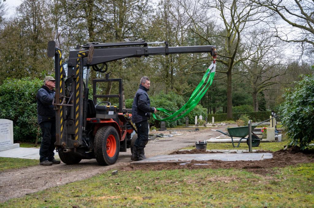 DeAfscheidsfotograaf.nl Servaas Raedts Fotografie 51 1024x681 - Hoe wordt een grafsteen geplaatst?