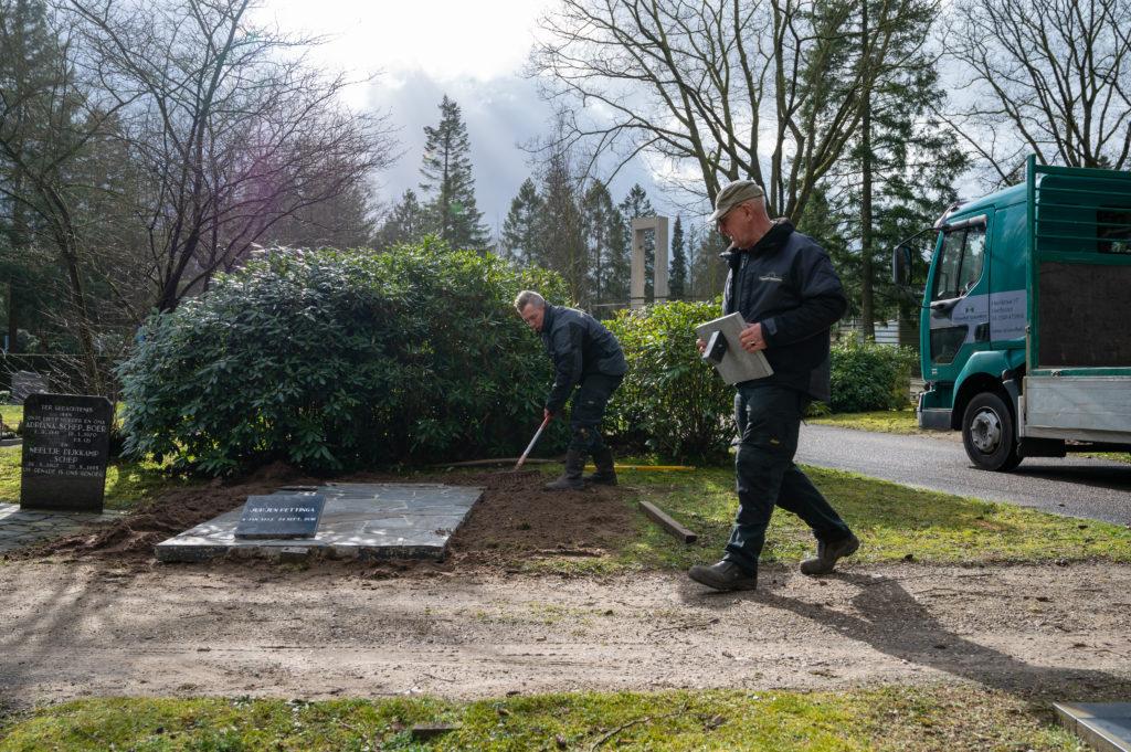 DeAfscheidsfotograaf.nl Servaas Raedts Fotografie 55 1024x681 - Hoe wordt een grafsteen geplaatst?