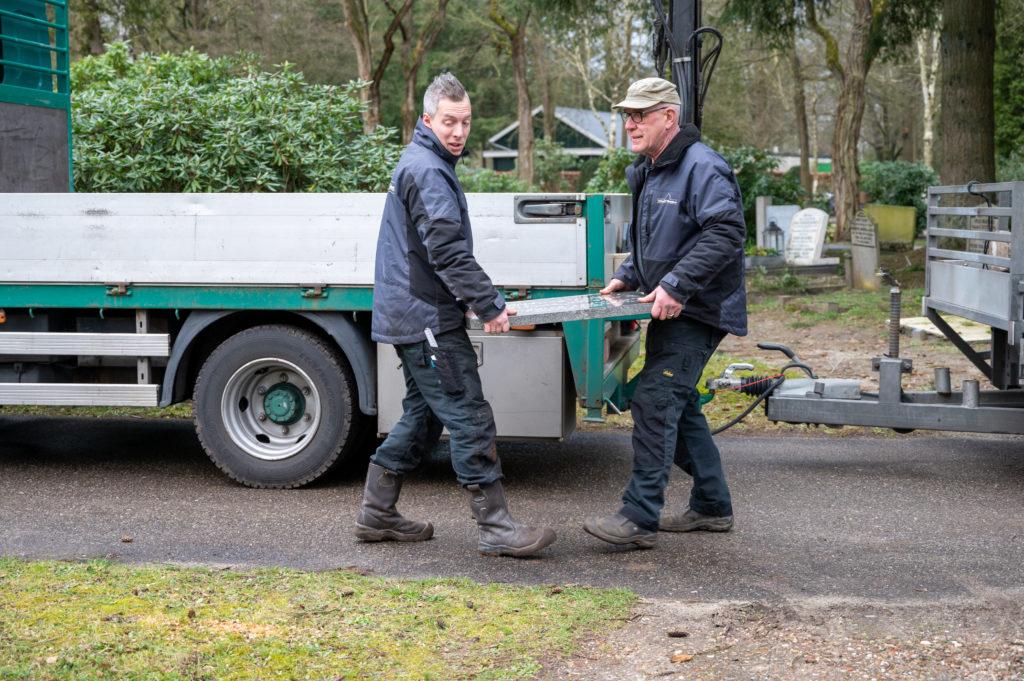 DeAfscheidsfotograaf.nl Servaas Raedts Fotografie 64 1024x681 - Hoe wordt een grafsteen geplaatst?