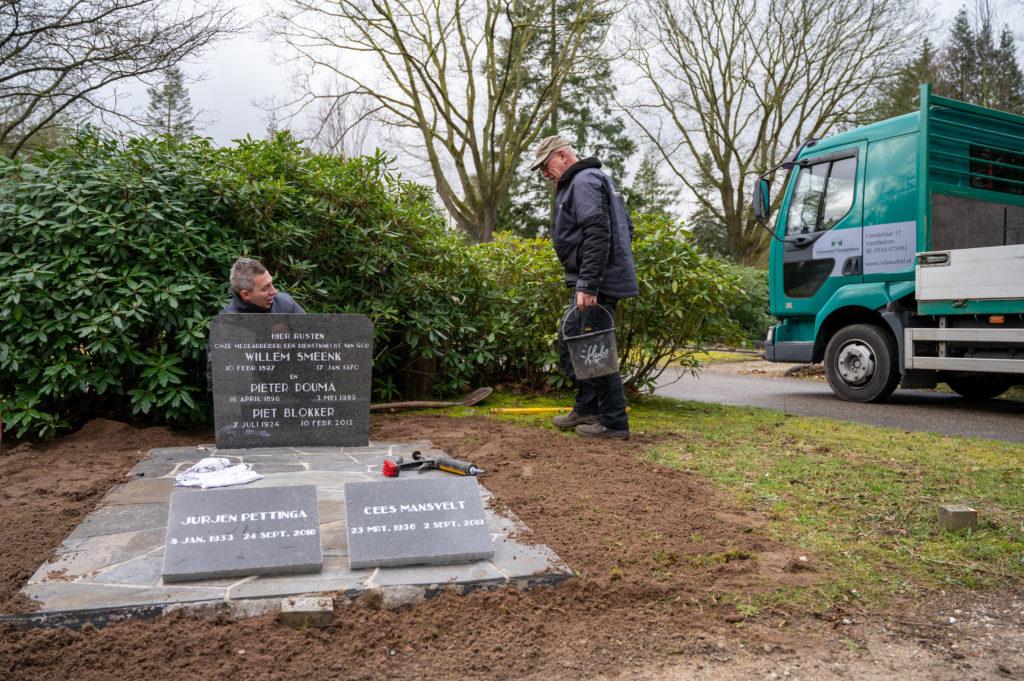 DeAfscheidsfotograaf.nl Servaas Raedts Fotografie 70 1024x681 - Hoe wordt een grafsteen geplaatst?