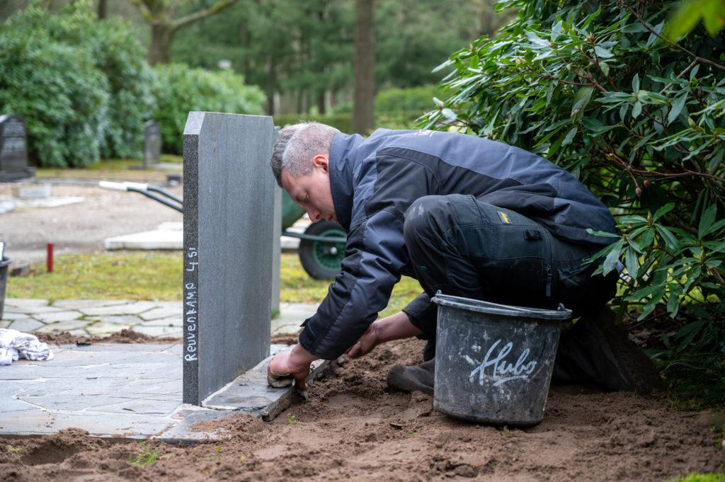 DeAfscheidsfotograaf.nl Servaas Raedts Fotografie 72 1024x681 - Hoe wordt een grafsteen geplaatst?