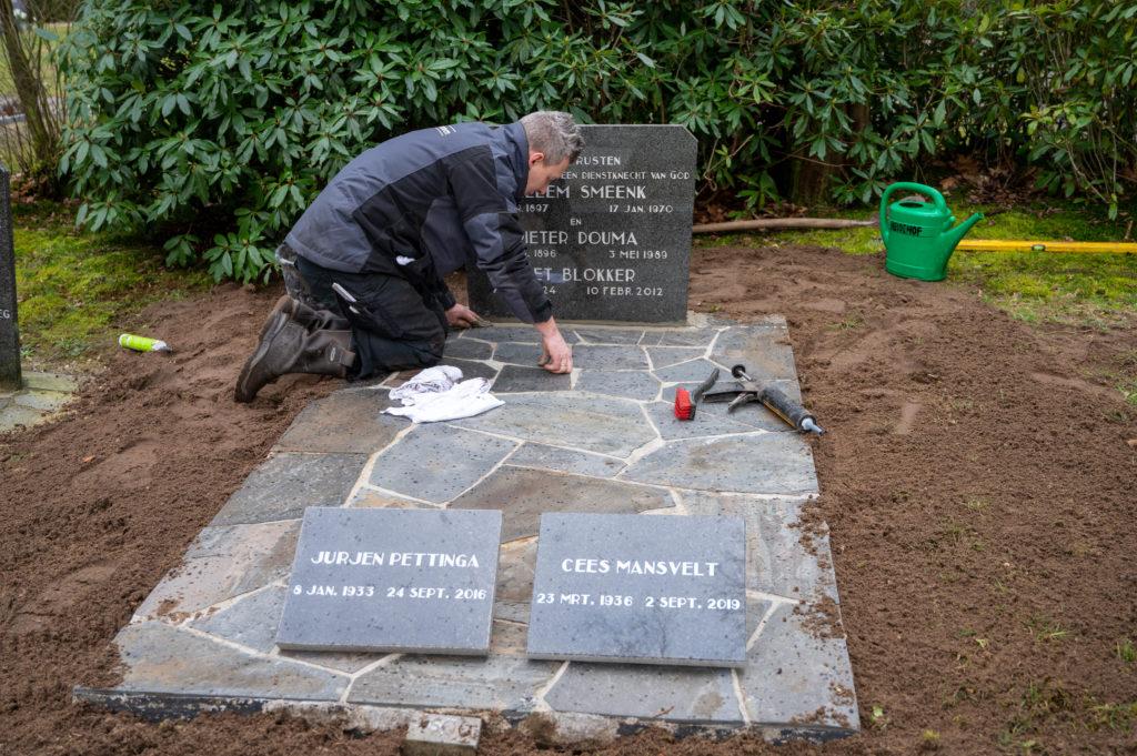 DeAfscheidsfotograaf.nl Servaas Raedts Fotografie 74 1024x681 - Hoe wordt een grafsteen geplaatst?