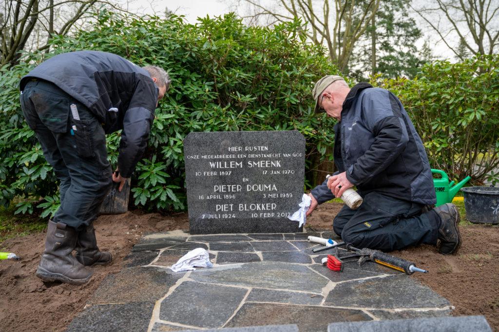 DeAfscheidsfotograaf.nl Servaas Raedts Fotografie 78 1024x681 - Hoe wordt een grafsteen geplaatst?