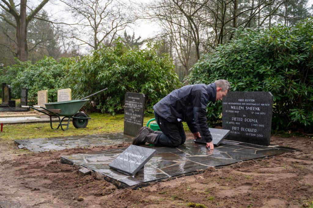 DeAfscheidsfotograaf.nl Servaas Raedts Fotografie 89 1024x681 - Hoe wordt een grafsteen geplaatst?