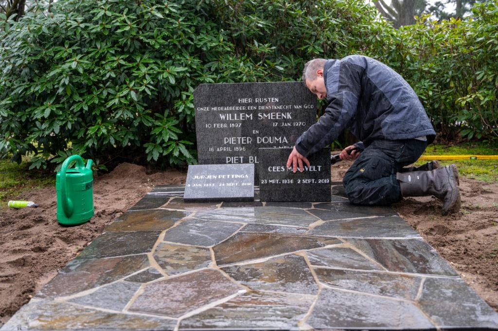 DeAfscheidsfotograaf.nl Servaas Raedts Fotografie 91 1024x681 - Hoe wordt een grafsteen geplaatst?