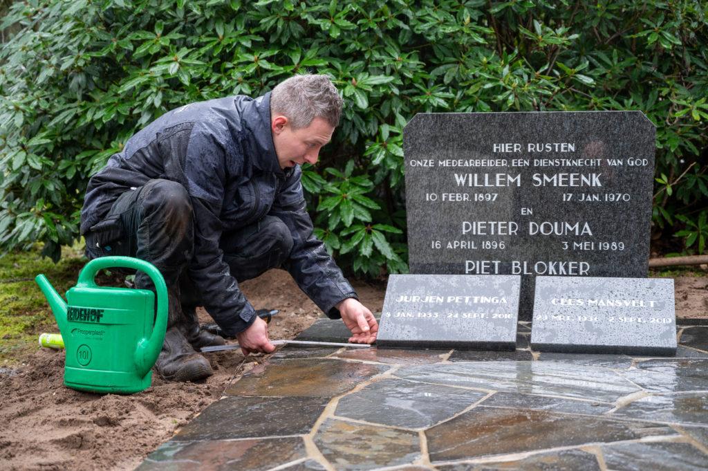 DeAfscheidsfotograaf.nl Servaas Raedts Fotografie 94 1024x681 - Hoe wordt een grafsteen geplaatst?