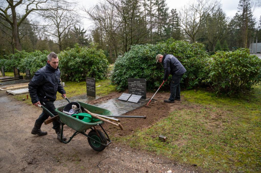 DeAfscheidsfotograaf.nl Servaas Raedts Fotografie 97 1024x681 - Hoe wordt een grafsteen geplaatst?
