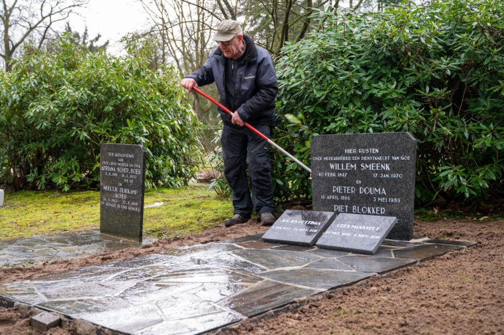 DeAfscheidsfotograaf.nl Servaas Raedts Fotografie 99 1024x681 - Hoe wordt een grafsteen geplaatst?