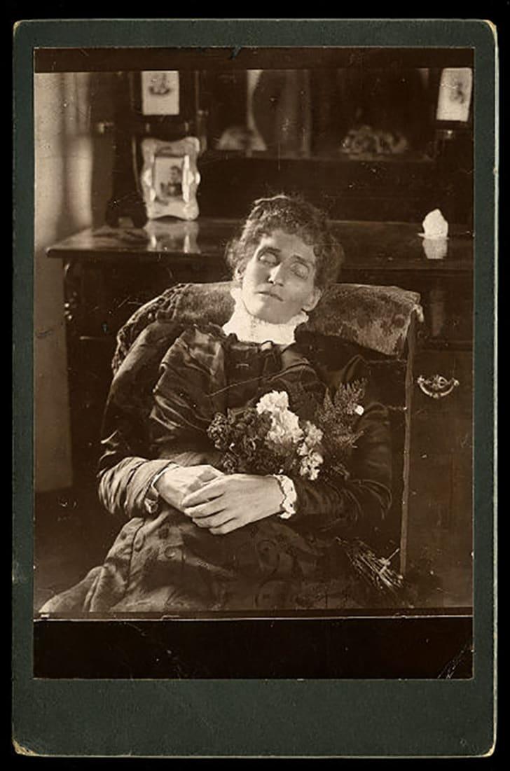 9 4 - De geschiedenis van Postmortale Fotografie