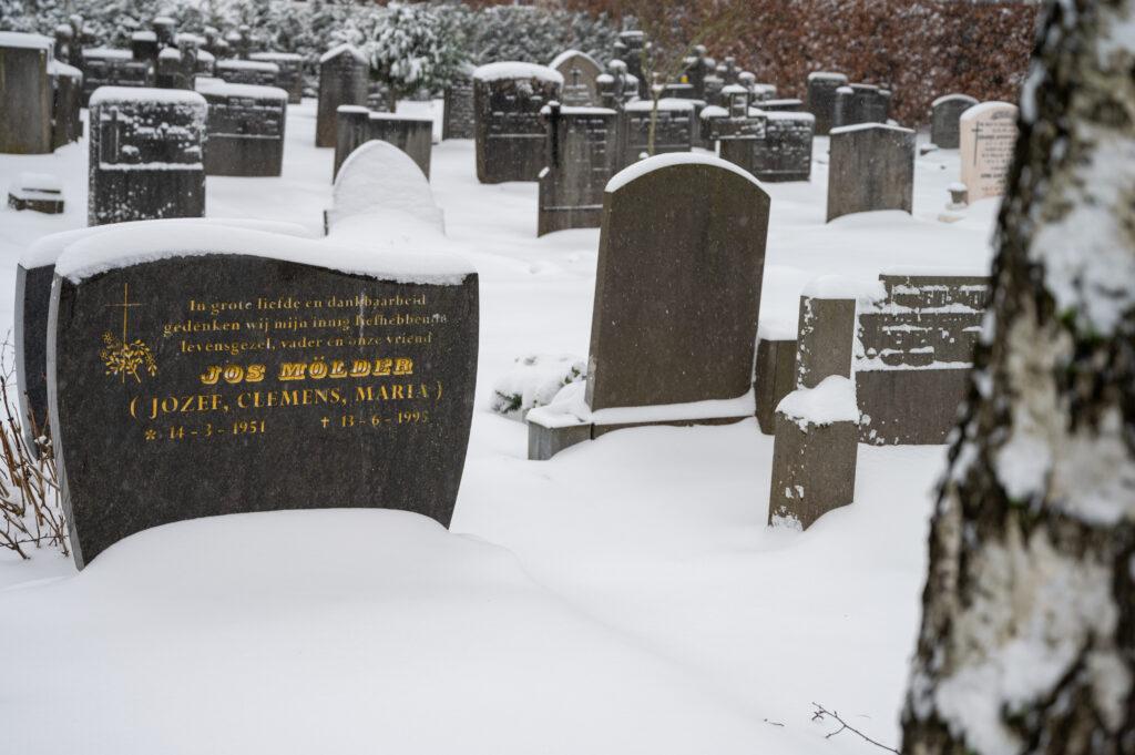 Sneew in Apeldoorn www.fotograaf.camera 18 1024x681 - Sneeuw op een begraafplaats