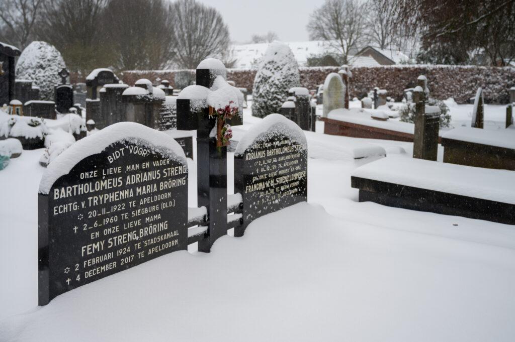 Sneew in Apeldoorn www.fotograaf.camera 29 1024x681 - Sneeuw op een begraafplaats