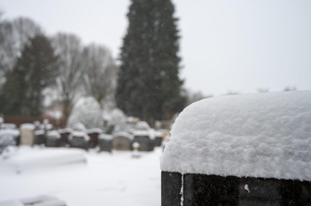 Sneew in Apeldoorn www.fotograaf.camera 38 1024x681 - Sneeuw op een begraafplaats