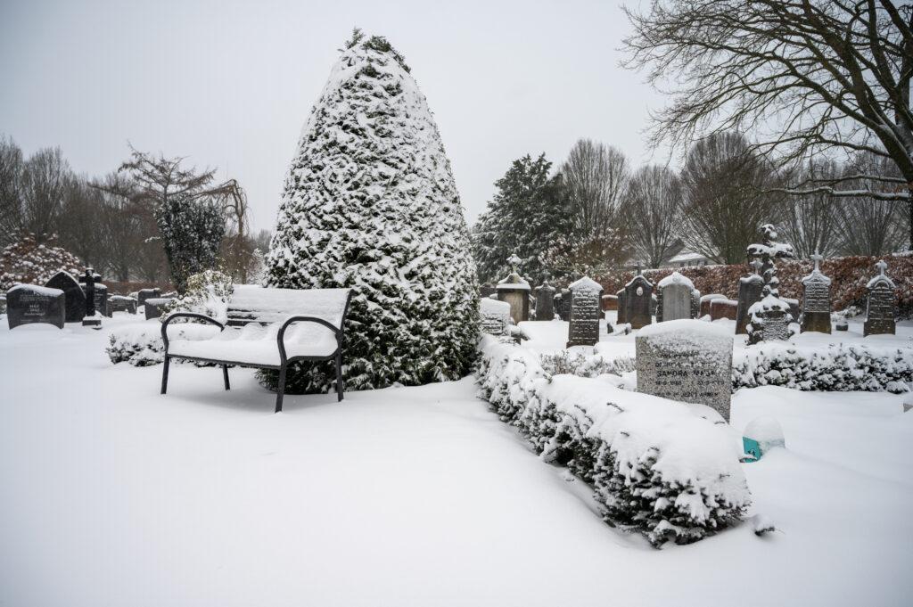 Sneew in Apeldoorn www.fotograaf.camera 8 1024x681 - Sneeuw op een begraafplaats